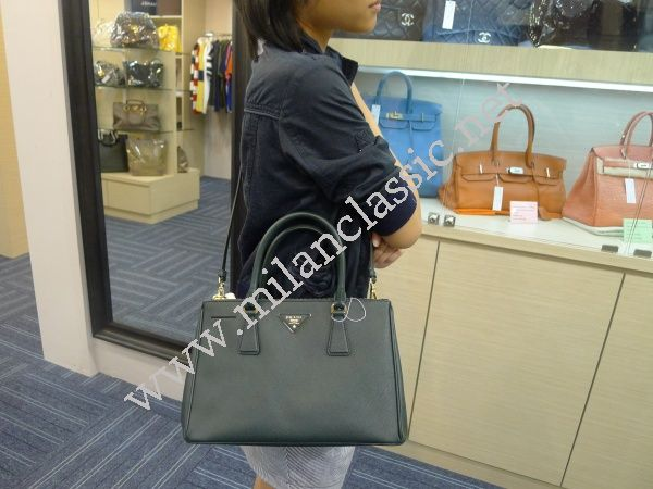 SOLD(已售出)NEW - Prada Dark Green Saffiano Lux Hand Sling Bag NEW ... 768ef549c7f2e