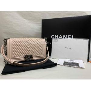 CHANEL Beige Old Medium Boy With Herringbone Quilted & Thin Chain